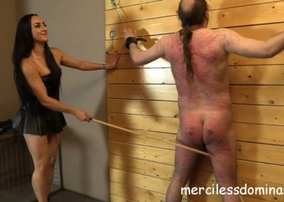 Mistress Choels Slave Whipped3